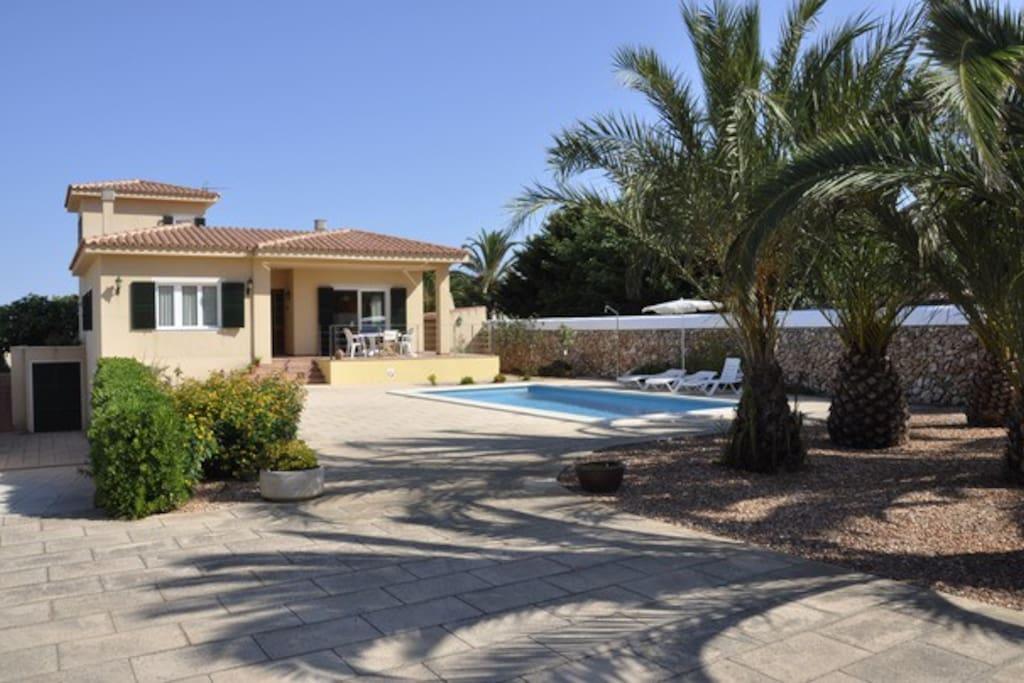 Villa francisca casa chalet casas en alquiler en menorca for Alquiler de casas con piscina privada que admiten perros