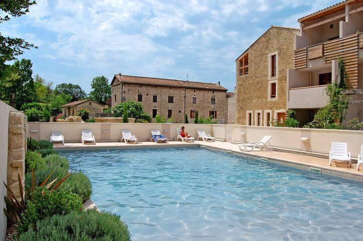 Appartement cosy + Piscine extérieure | Ville pittoresque de la Renaissance!