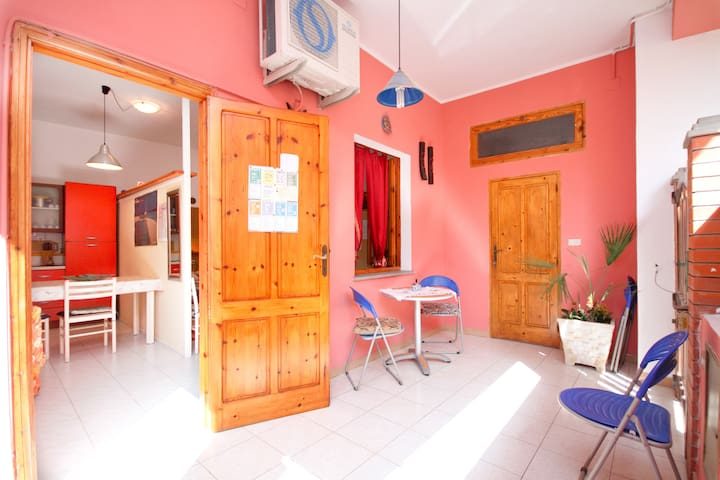 Old town studio apartment - wifi - Sant'Antioco - House