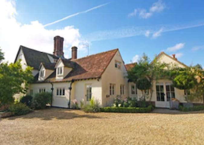 Stunning Tudor Country House - Essex - Hus