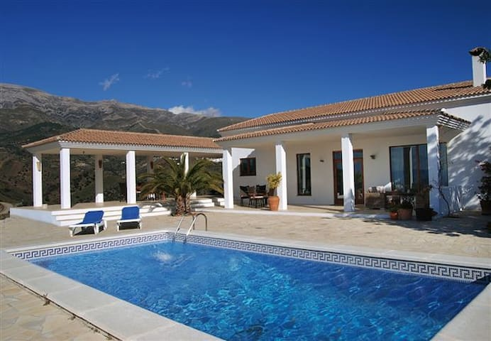 Secluted luxury villa - fantastic mountain view! - Sedella