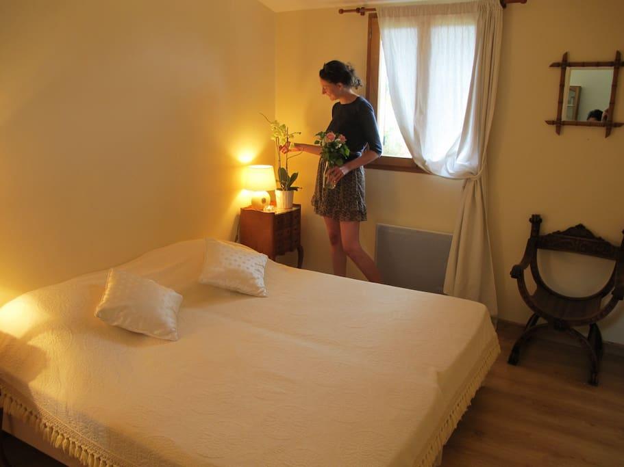 La chambre aux 2 lits simples (possibilité de les coller)