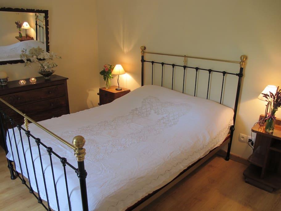 La chambre au grand lit