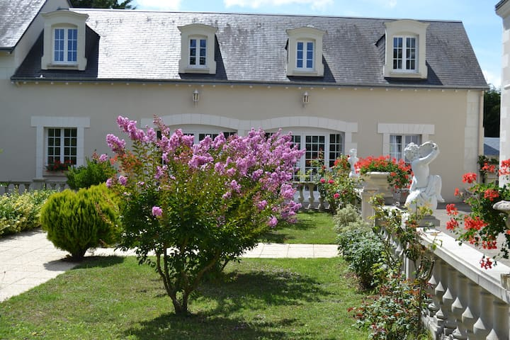 BELLE DEMEURE EN PAYS DE LOIRE. - La Tour-Saint-Gelin - Casa