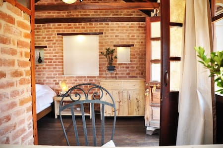 Sunny Attic room in beautiful Newari House - Patan - Rumah