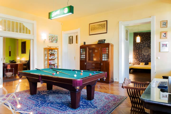 Villa Semsey: room in Earl's estate