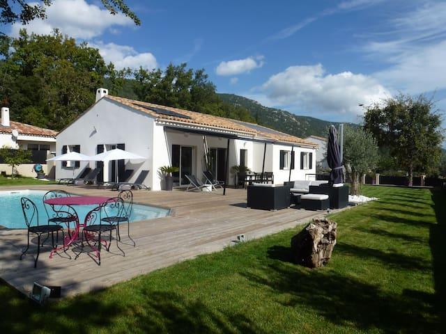 Villa/Maison contemporaine piscine calme - Signes