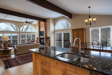 Bright, Open Eagle Vail Home, Mtn Views, Beautifully Remodeled, Convenient to Vail & Beaver Creek! - Eagle Vail - Maison