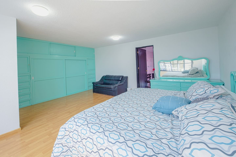 Cholula Rooms - Aqua Room - King Size (side view)