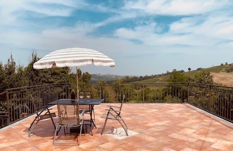 Casa con vista a Vicobarone sui colli piacentini