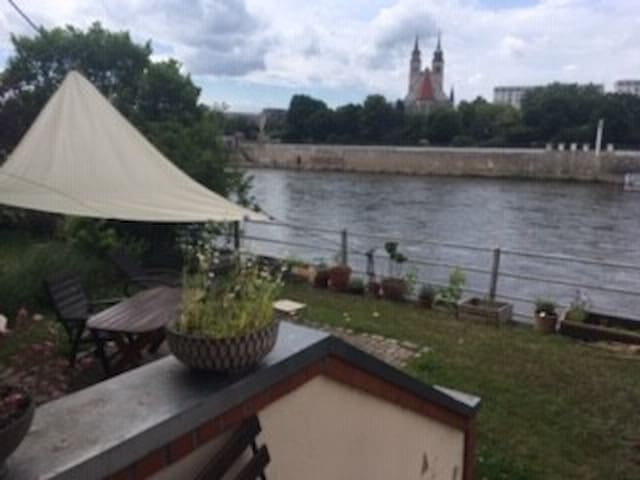 Sunny apartment directly on the Elbe riverside