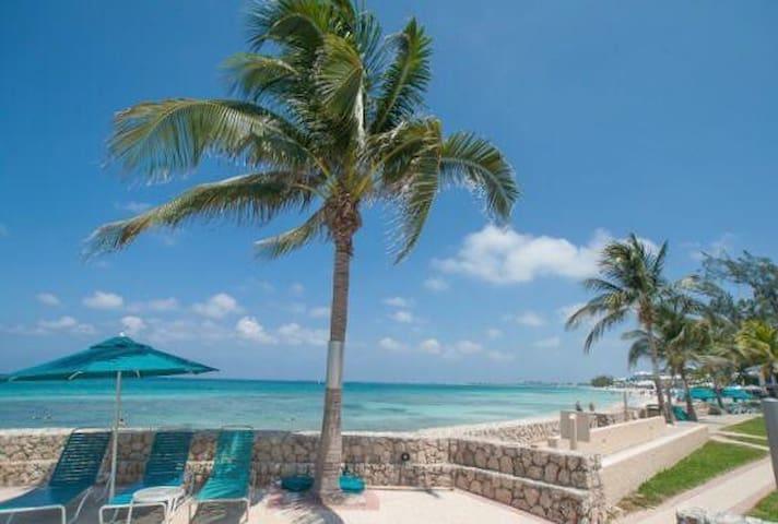 Cayman Islands, Seven Mile Beach, 2BR Condo
