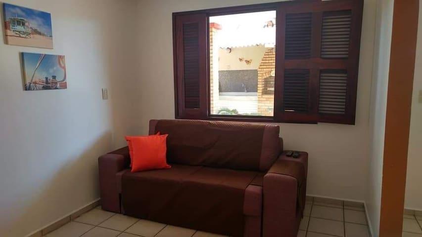 Sala de TV com sofá cama de casal