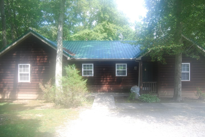 Cabin in the Woods @ LakePointe - no cleaning fee!