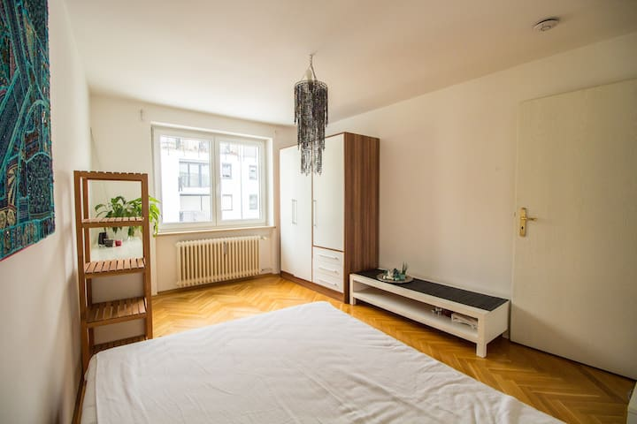 quiet room close to city center near U6
