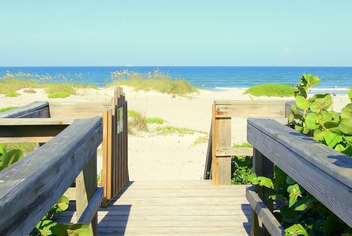 Oceanfront Condo in Cocoa Beach - Cocoa Beach - Apartament