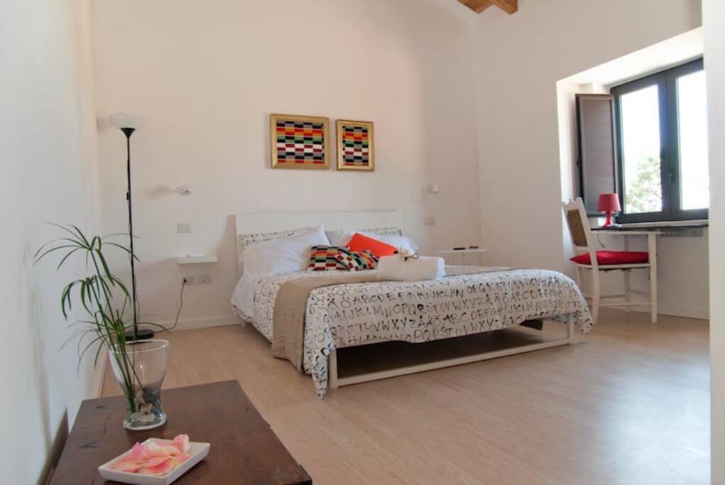 Camera matrimoniale con vista sulle isole Eolie