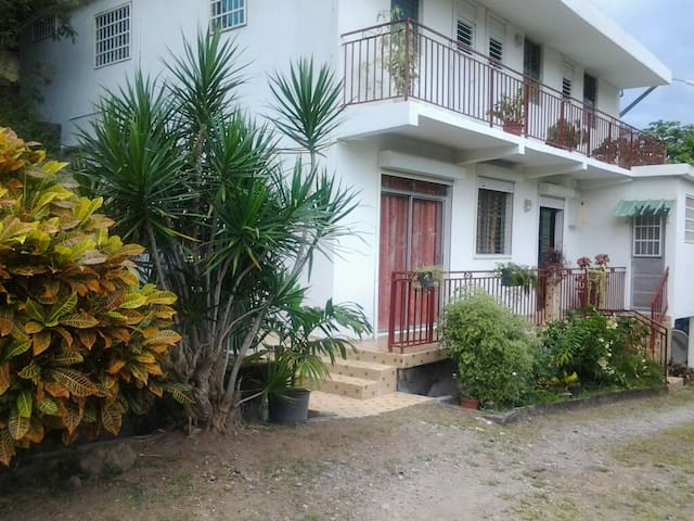 LAKAY MORI - Chambre Coloniale - Case-Pilote - Bed & Breakfast