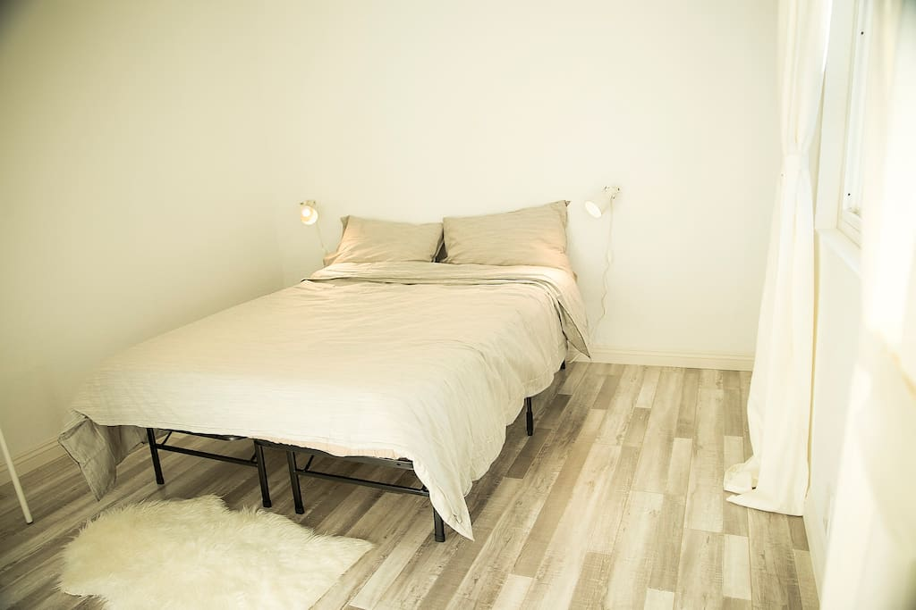 Clean linens with protection against allergens, dust mites, bacteria, cleaned after every guest check
