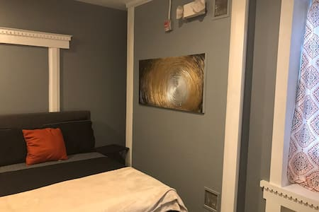 Chic Private Rm 1B West Philly 5min train downtown