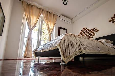 """Apartment """"Rustic Barkajol"""" Center - Apartemen"""