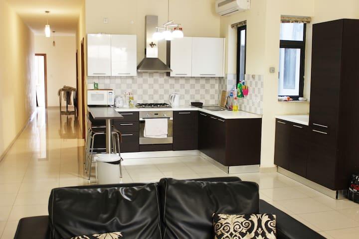 Big apartment in great location, Balluta Bay - Sliema - Pis
