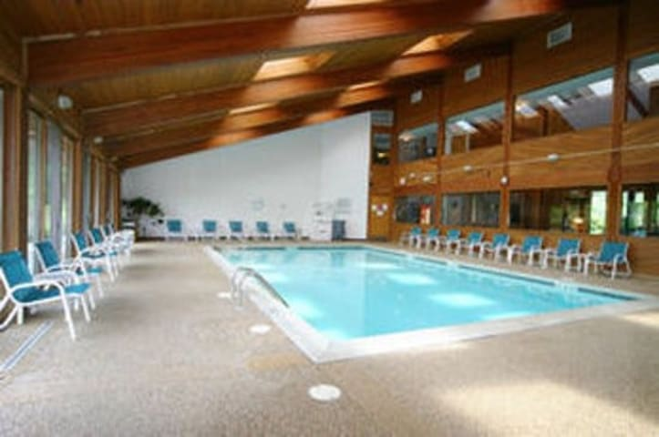 Gilford four season retreat: great location & pool