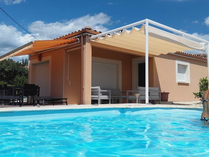 Villa 8 pers avec piscine privative près vallon