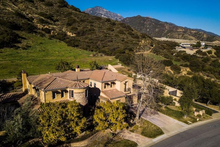 Stunning Home in a Hillside Neighborhood 6br/5.5ba