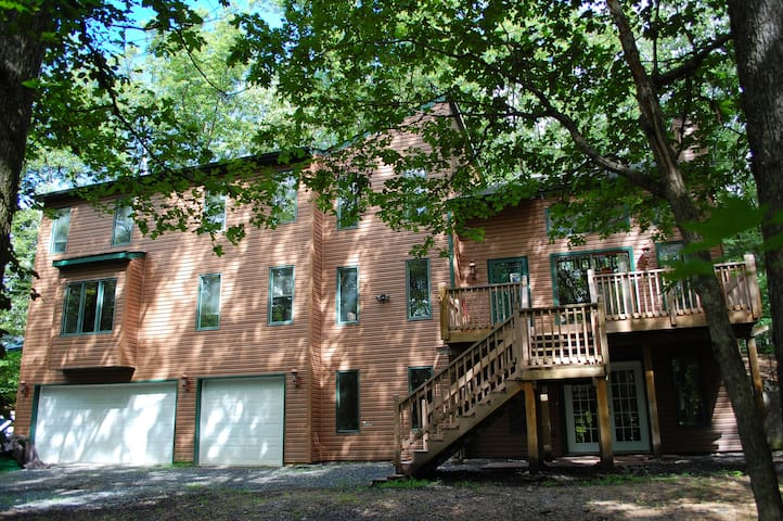 3 story over 4700 sqft of living space for you to relax and enjoy with family and friends