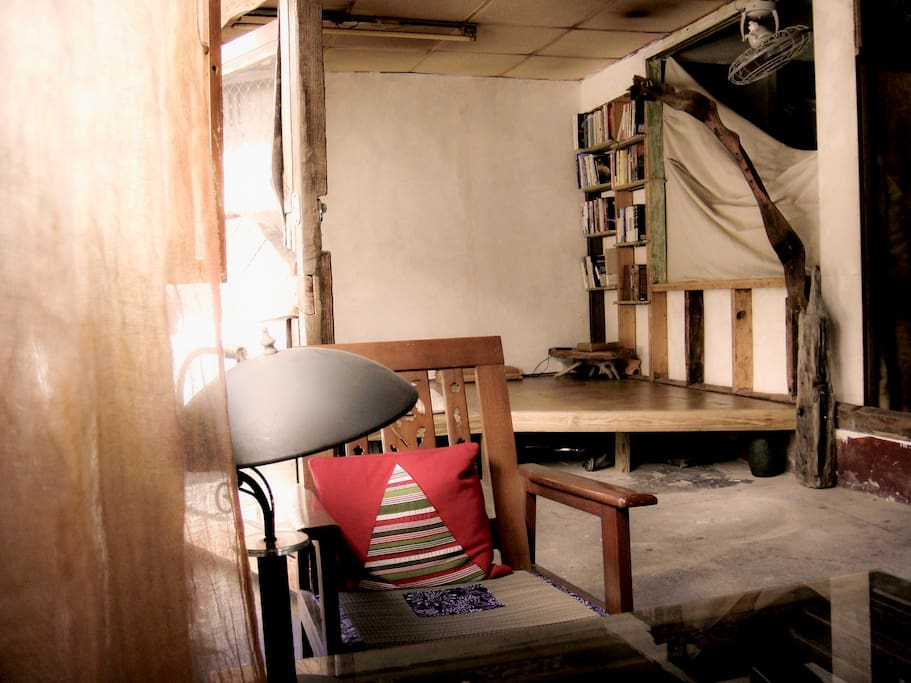 Laid-back living room with books for soul in Chinese/English