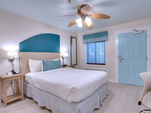 Beachy Room Close to The Windjammer