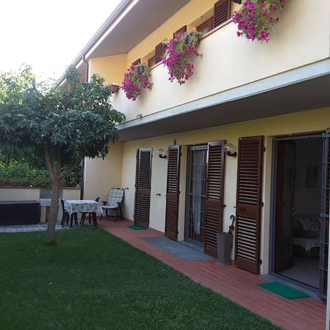 Beautiful apartment with garden in Asciano Pisano