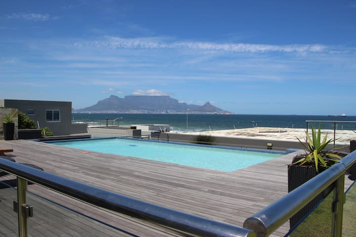 Beachfront Comfort & Ocean views, Cape Town - Cidade do Cabo - Apartamento