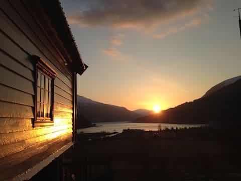 Arnestova - villagehouse in beautiful Loen