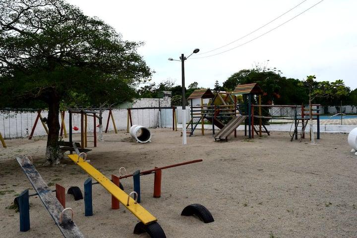 Local amplo e seguro para suas crianças na praia