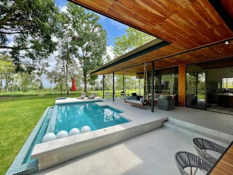 Quinta La Ceiba Modern Huis met Zwembad in Zuivelboerderij
