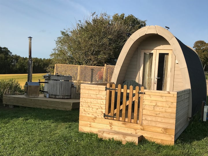 Pod!with private hot tub!Very warm and cosy