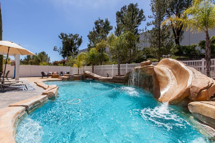 Pool house near everything in Temecula 3600sqft - Темекула - Дом