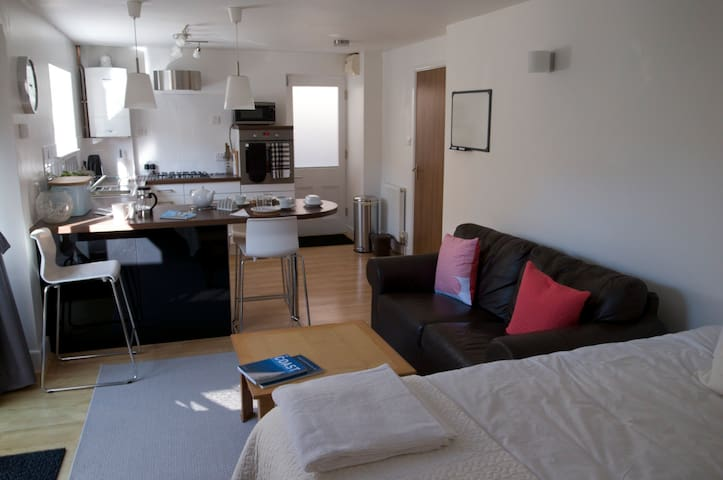Modern studio apartment - Swanage