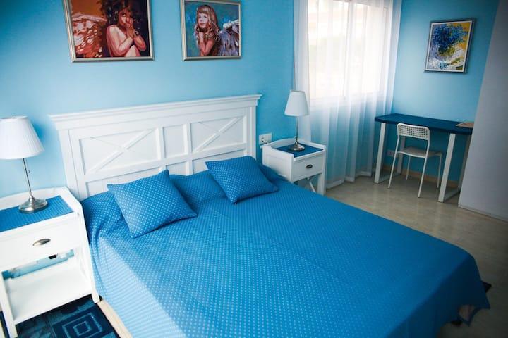2 min to beach, 2 bedrooms, Fenals apartment
