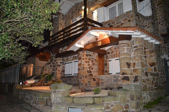 Casa historica cerca de la playa. - Mar del Plata - Rumah