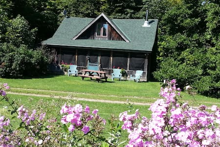 The Log Cabin - Leeds and the Thousand Islands - Annat