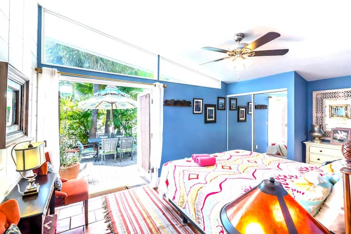 Top Location on Siesta Key! Private Gate into Village! - Gertrudes Village House