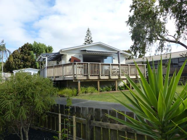 Snells Beach - comfortable home