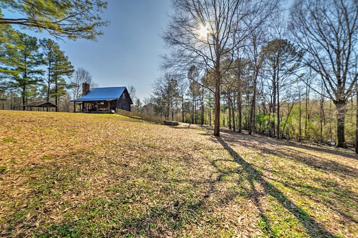 Secluded Cabin w/ Fishing Pond near Hunting!