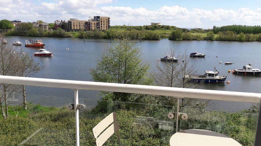 Apartment with waterside views - Cardiff - Daire