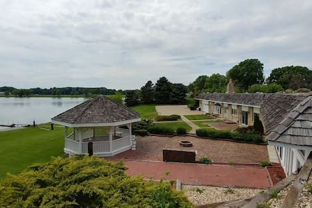Attached Home on Stocked Lake - All 4 Bedrooms