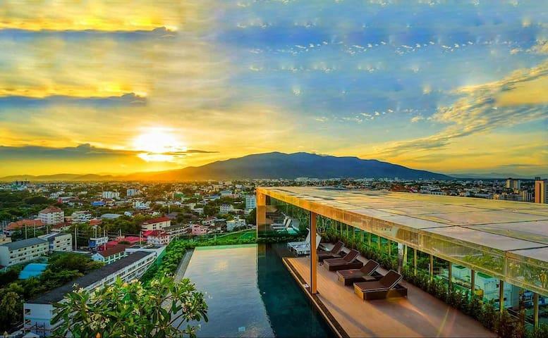 74 sqm / 800 sqf Luxury Condo Downtown Chiang Mai