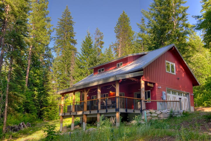 FISH LAKE LOFT - Adorable Lake View Cabin w Deck! - Leavenworth - Cabane